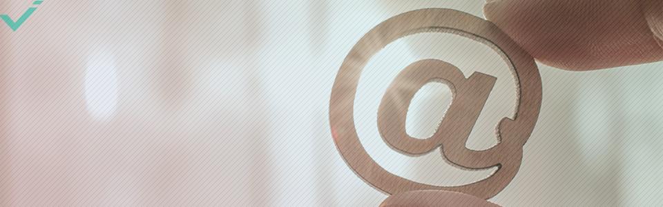 Que signifie le symbole @ en ligne ?